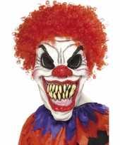 Scary clown masker met haren